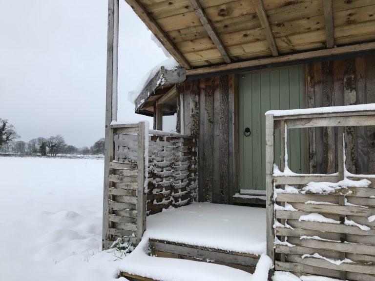 snowy yabin door